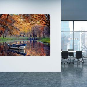 תמונת קנבס - סירה כחולה בנהר למשרד ולעיצוב הבית, לחדרי שינה או למטבח