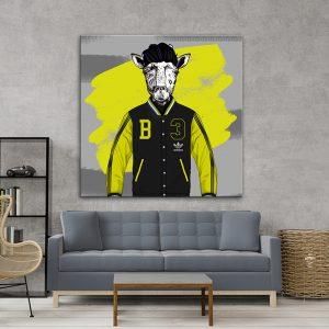 תמונת אומנות - ג'ירפה ספורטיבית לסלון לעיצוב הבית