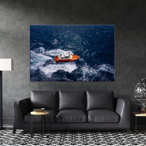 תמונת קנבס סירה כתומה לסלון לעיצוב הבית