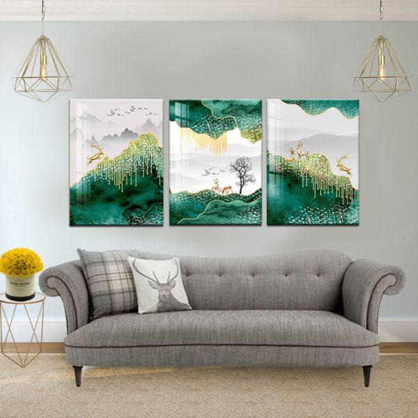 תמונת קנבס איילים בעולם ירוק לסלון לעיצוב הבית