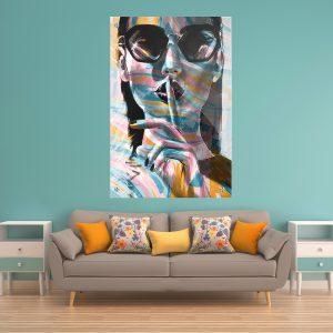 תמונת זכוכית - אישה צבעונית לעיצוב הבית על קיר בסלון