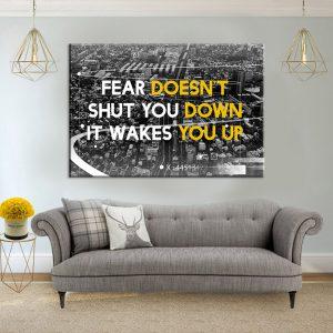 פחד לא משתק אותך הוא מעיר אותך סלון אפור